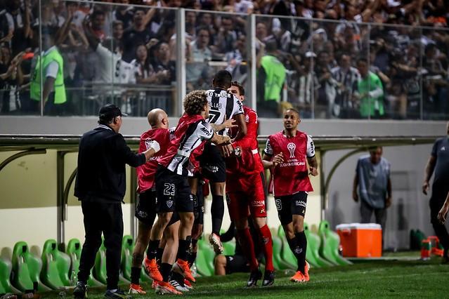 Atlético vence o La Equidad por 2 a 1 e sai na frente por vaga nas semifinais