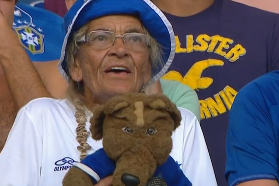 Idosa torcedora-símbolo do Cruzeiro é agredida por atleticanos na Grande BH