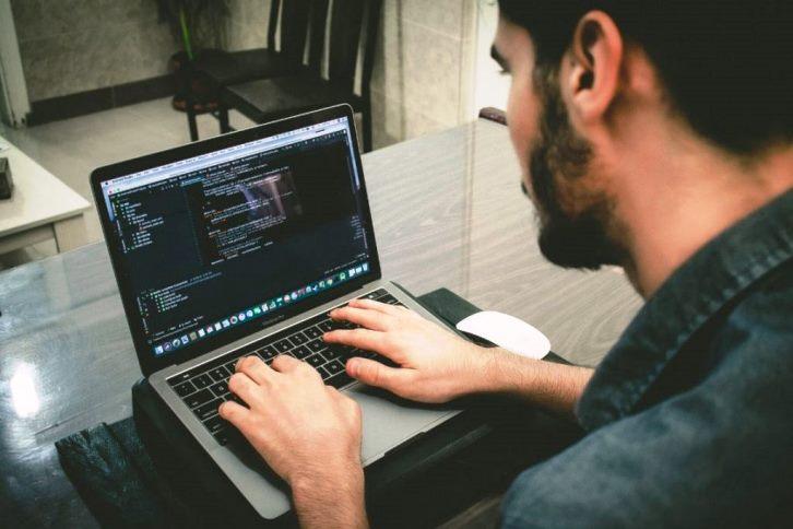 Digital Innovation One oferece 5 mil vagas gratuitas para cursos online na área de TI