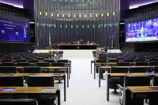 Câmara aprova adiamento das eleições municipais para 15 de novembro