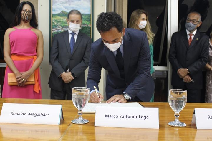 Prefeito eleito de Itabira, Marco Antônio toma posse  e promete um olhar especial para a saúde