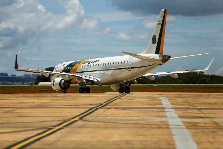 FAB aguarda vaga no espaço aéreo chinês para resgatar brasileiros