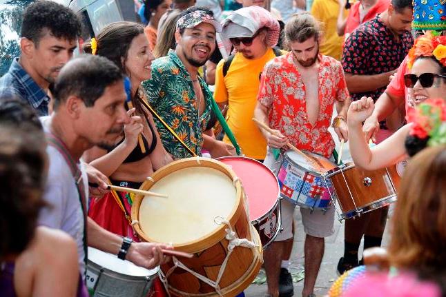 Pré-carnaval no Rio reúne quase um milhão de foliões