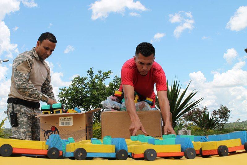 Cerca de 1,8 mil brinquedos produzidos por detentos serão doados a crianças