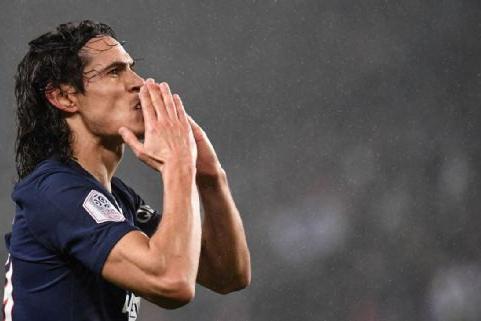 Atlético-MG procura Cavani, oferece R$ 90 milhões em salário, mas tira oferta após exigências, diz rádio
