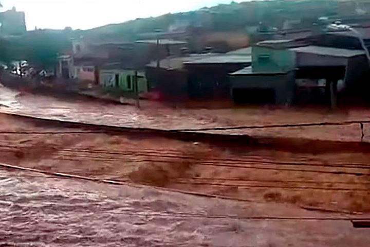 Pelo menos 14 mortes causadas pelas fortes chuvas em Minas Gerais já foram confirmadas