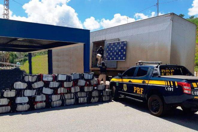 Mais de 1 tonelada de cocaína é apreendida pela PRF em Minas Gerais