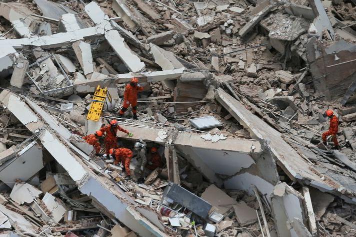 Bombeiros confirmam terceira morte em desabamento de prédio em Fortaleza