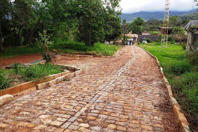Prefeitura Catas Alta entrega calçamento em via de acesso no Complexo do Caraça no dia 28 de novembro