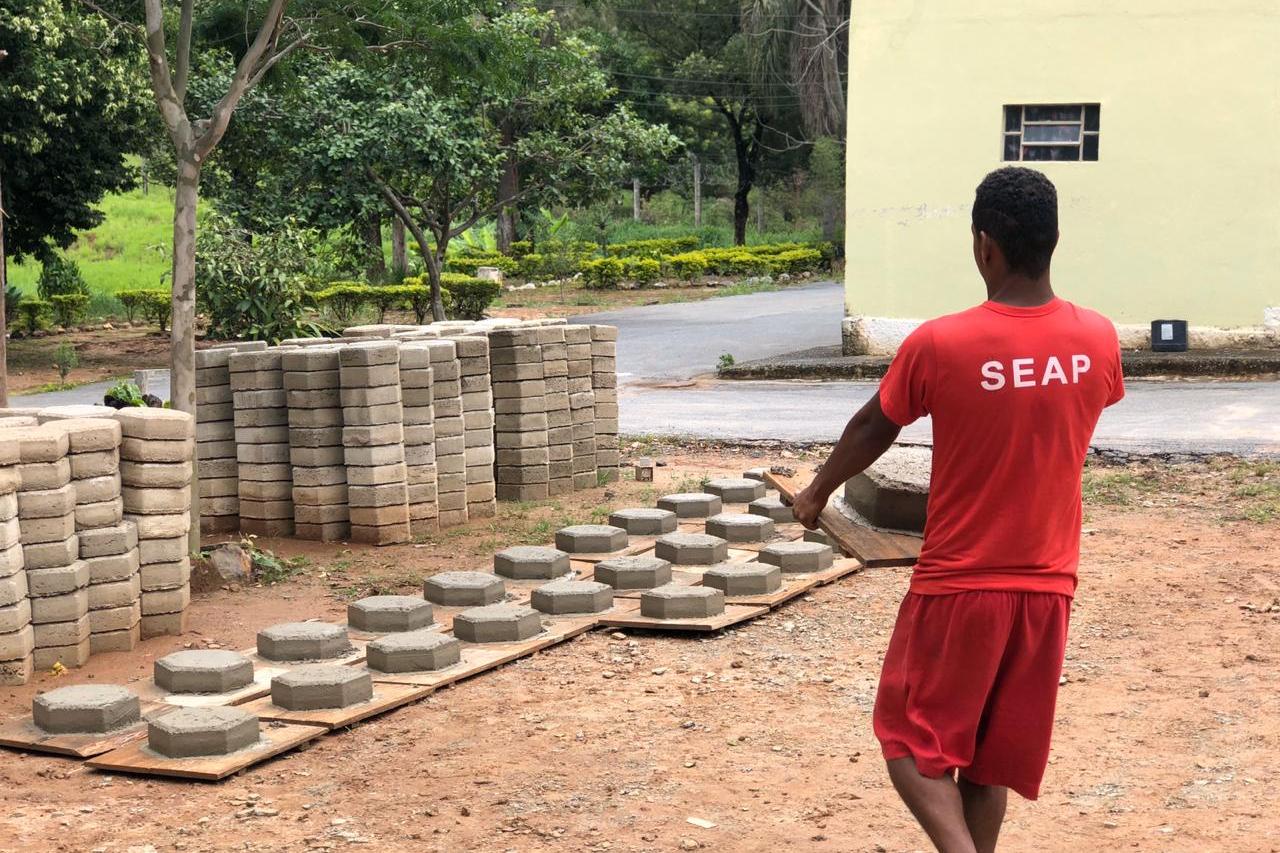 Unidade prisional de Ribeirão das Neves é primeira do estado com 100% dos detentos trabalhando