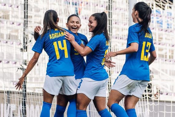 Seleção feminina sobe para sétimo no ranking da Fifa e passa Austrália