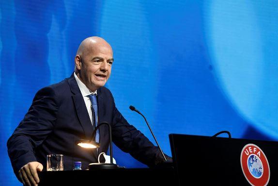 Chefe da Fifa critica criação da Superliga Europeia e declara apoio a Uefa