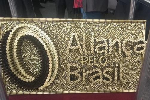 "Sigla de Bolsonaro terá nº 38, referência à arma ""três oitão"""