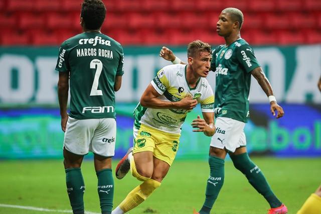 Palmeiras cai outra vez nos pênaltis e Defensa conquista a Recopa