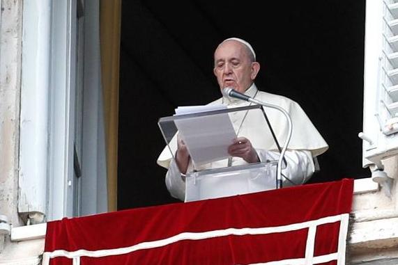 Covid-19 faz papa cortar salários de cardeais e clérigos