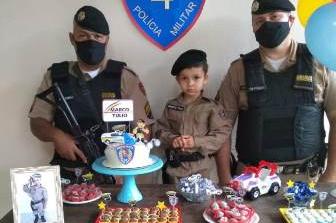 Militares fazem visita a criança de 04 anos, no dia do aniversário