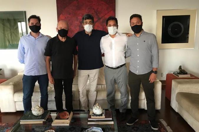 Marco Antônio debate mineração sustentável com prefeitos da Amig