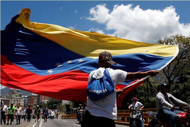 EUA querem saída de Maduro e Juan Guaidó diz que regime se contradiz